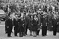 Koningin Juliana en prins Bernhard na de kranslegging bij het Nationale Monument, Bestanddeelnr 922-3778.jpg
