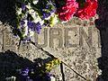 Lápida de la tumba del fotógrafo J. Laurent, el día del 200 aniversario de su nacimiento, Madrid, España, Spain.jpg