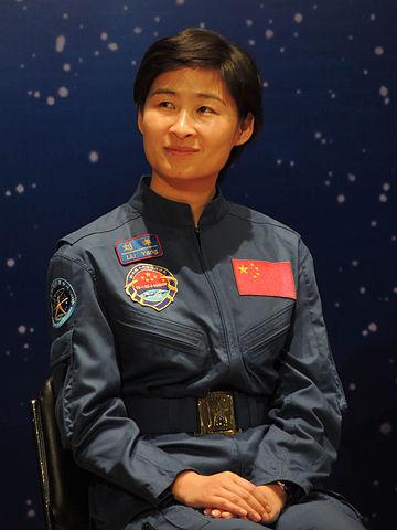 7a5d4f9831 ... űrállomást üzemeltető nemzetek közé, harmadikként az USA és Oroszország  után. A Sencsou-9 program keretében Kína első női űrhajósa is útnak indult.