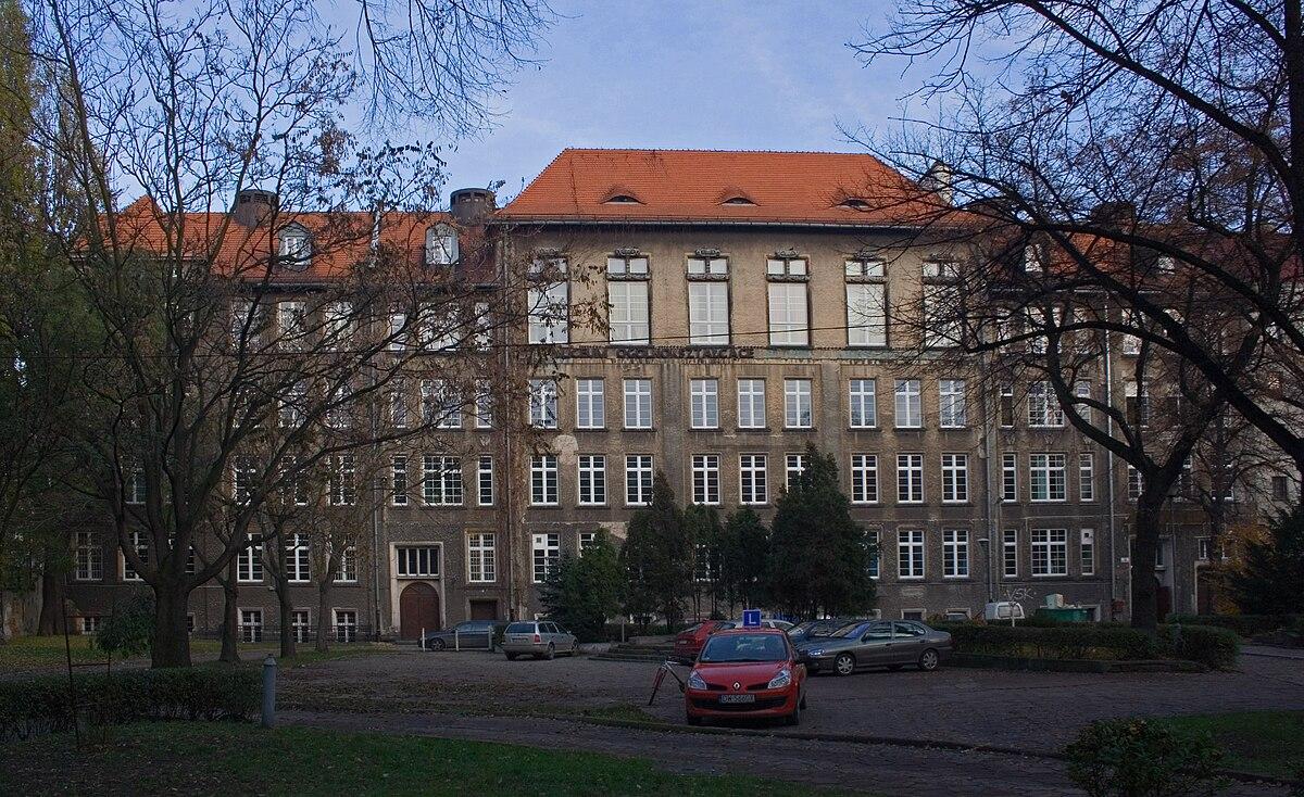 """I Liceum Ogólnokształcące im. Danuty Siedzikówny """"Inki"""" we Wrocławiu –  Wikipedia 882d45702dd8c"""