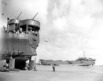 USS LST-325 - LST-325 (left) and USS LST-388 unloading