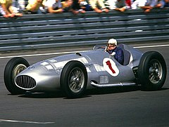 Hermann Lang i en Mercedes-Benz W154.