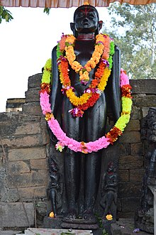 Large Statue of Padmaprabha at Pakbirra 02.jpg