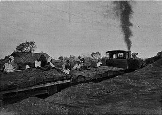 Dakar–Niger Railway -  A train traveling along the railroad c. 1908