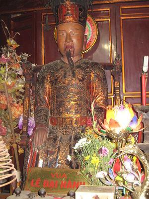 Lê Hoàn - A statue of emperor Lê Hoàn in ancient capital Trường An.