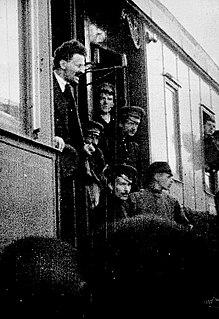 220px-Leo_Trotzki_1917.jpg