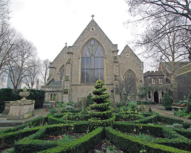 File:London garden museum -20 garden and church.JPG