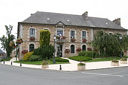 Louargat - mairie.jpg