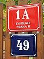 Lysolajské údolí 49, dolní vchod, čísla.jpg