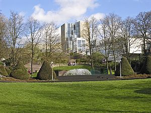 Abteiberg Museum - Image: Mönchengladbach museum mit skulpturengarten