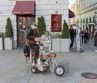 Músico callejero, Bratislava, Eslovaquia, 2020-02-01, DD 29.jpg