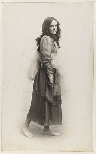 Dorothea Mackellar - Dorothea Mackellar dressed as one of the Graces for Mrs. T.H. Kelly's Italian Red Cross Day tableaux at the Palace Theatre, 20 June 1918
