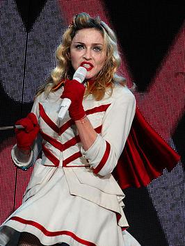 266px-Madonna_%C3%A0_Nice_9.jpg