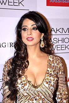 Mahie Gill at the Lakme Fashion Week 2013 - Day 3.jpg