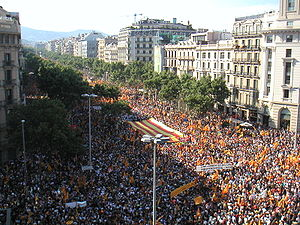 2010 Catalan autonomy protest - The protest in the intersection of Passeig de Gràcia and Aragó Avenues.
