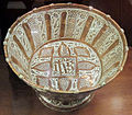 Manises, bacile con monogramma di cristo e lustro metallico, 1500-1525 ca. 01.JPG