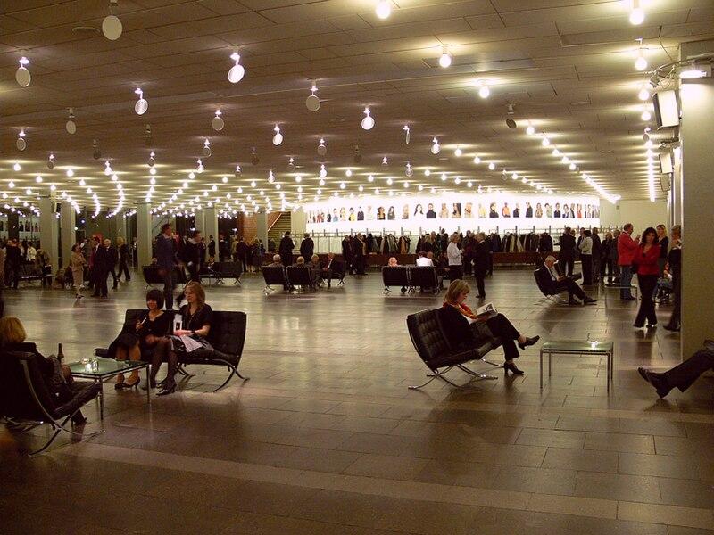 File:Mannheim Nationaltheater Foyer.jpg