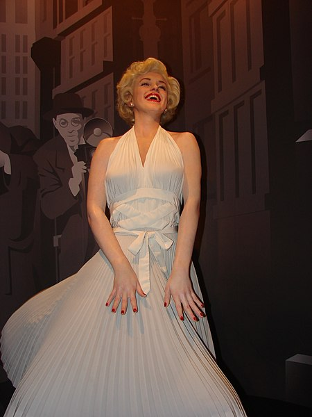 Ficheiro:Marilyn Monroe Wax Statue in Madame Tussauds London.jpg