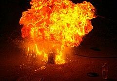Att slacka eld med bensin