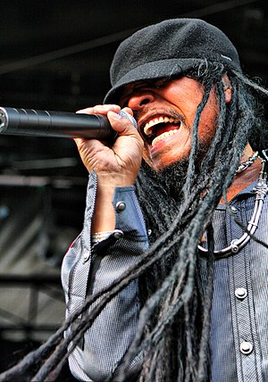 English: Maxi Priest performing in January 2011.