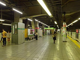 Meguro Station - The Yamanote Line platforms in May 2016