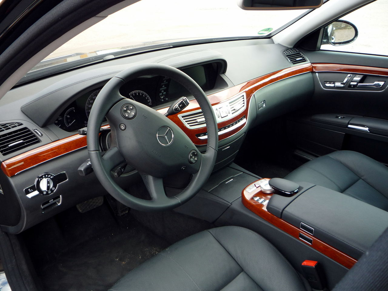 File mercedes benz w221 s350 obsidianschwarz interieur jpg for Interieur wikipedia