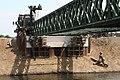Met-de-wissellaadsystemen-wordt-de-brug-op-zijn-plek-getild-dat-is-niet-gebruikelijk-maar-gebeurt-omdat-de-brug-in.jpg