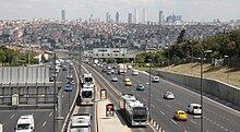 А это схема метробусной линиии в Стамбуле.  Вот метробус в Стамбуле.  Нам нужно что-то вроде этого.