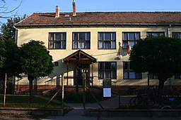 Middle School, Kengyel, Hungary - panoramio.jpg