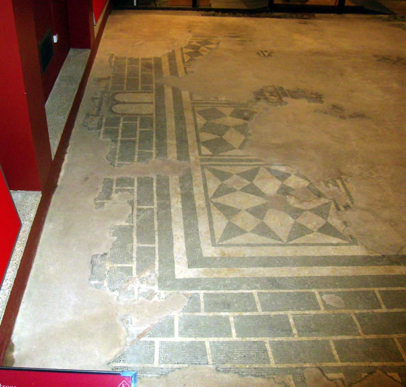 Mosaic room N7