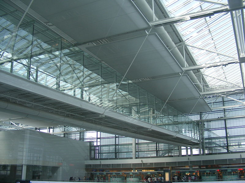 Datei:Munich airport FJS - Terminal 2 skyway.jpg
