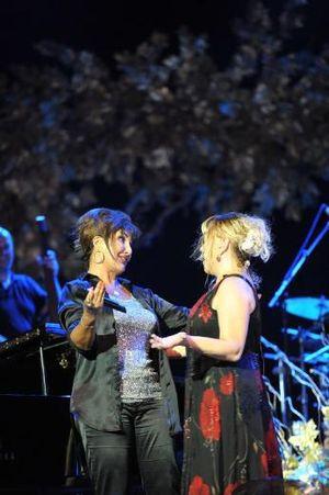 Sezen Aksu - Nükhet Duru and Sezen Aksu in a concert in Cemil Topuzlu Open-Air Theatre, İstanbul, 2012