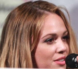 Natalie Hall - Natalie Hall speaking at the 2014 WonderCon