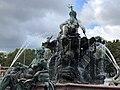 Neptunbrunnen 060.jpg