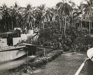 New Zealand troops land on Green Island 1944 (AWM image 304260).jpg
