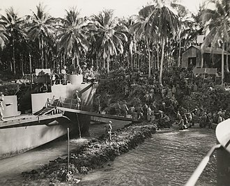 Battle of the Green Islands - Image: New Zealand troops land on Green Island 1944 (AWM image 304260)