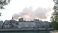 Notre-Dame de Paris, Incendie 15 avril 2019 19h04.05.jpg