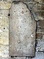 Noyon (60), cathédrale Notre-Dame, cloître, dalle funéraire à effigie gravée de Jehan Caillouel.jpg