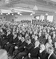 Overzicht van zittende genodigden in een zaal, Bestanddeelnr 255-8444.jpg
