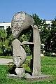 PL-PK Mielec, rzeźba Brzemię (Ludmiła Stehnova 1969) 2016-08-12--09-27-33-001.jpg