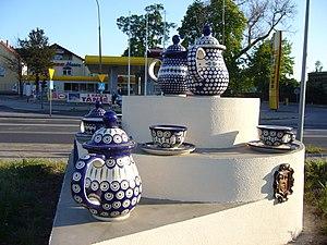 Bolesławiec pottery - A display that illustrates style of Boleslawiec pottery.