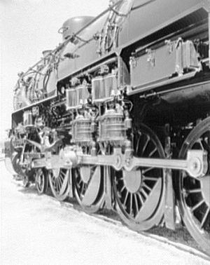 Pennsylvania Railroad class M1 - The twin cross-compound air compressors on the side of the M1a.
