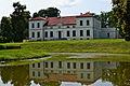 Pałac w Łojdach (tył) ze stawem.JPG