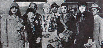 Eugênia Álvaro Moreyra - From left to right: Pagu, Elsie Lessa, Tarsila do Amaral, Anita Malfatti and Eugênia Álvaro Moreyra at the Modern Art Week of 1922.