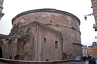 Pantheon backside 2010.jpg