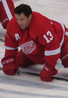 Pavel Datsyuk exercising, 2015 — Cropping.jpg