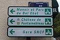 Plaques directionnelles rue du port de Valvins.jpg