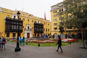 Plaza Mayor, Lima - Park of the flag