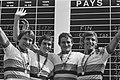 Ploegentijdrit voor amateurs de DDR ploeg tijdens de huldiging, Bestanddeelnr 930-4070.jpg