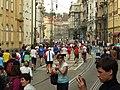 Praha, Staré Město, Pražský maraton, běžci.JPG